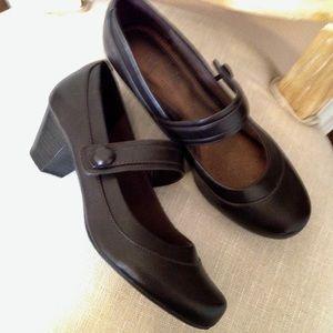NEW! Life Stride Brown Leather Low Heel Comfort!